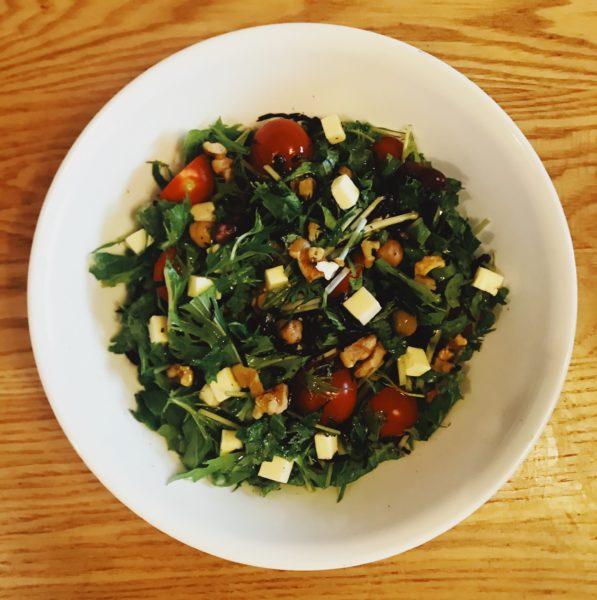 ひじきとケールと水菜とくるみチーズのサラダ