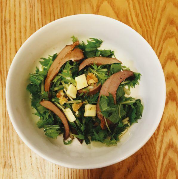 スモークレバー水菜チーズサラダ